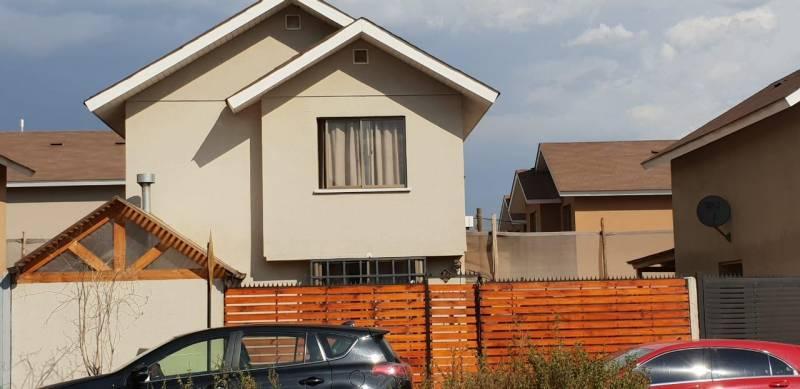 PRO-HOUSE ARRIENDA EXCELENTE CASA EN ESTANCIA LIRAY CHICUREO