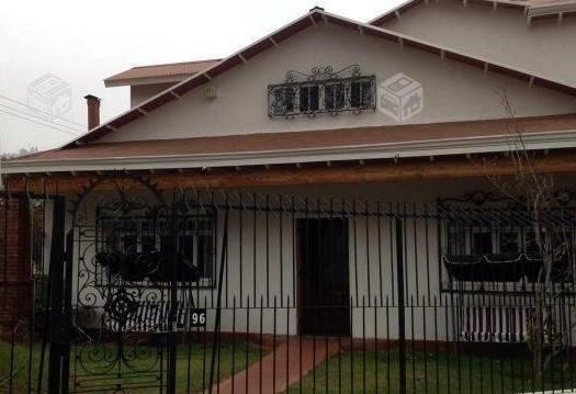Gran terreno con 2 casas en Miraflores Bajo
