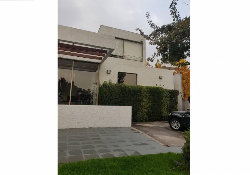 Se vende gran casa 5D4B con grandes espacios en La Reina