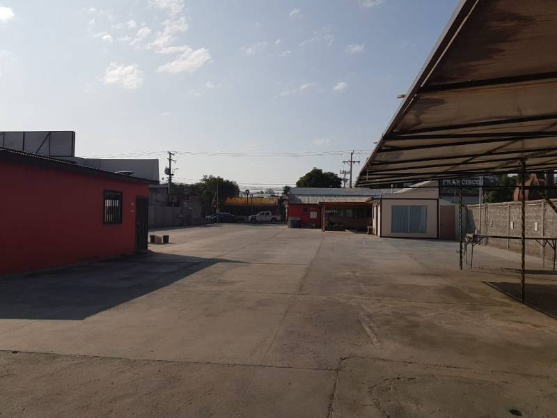 Amplio Local Comercial Talagante