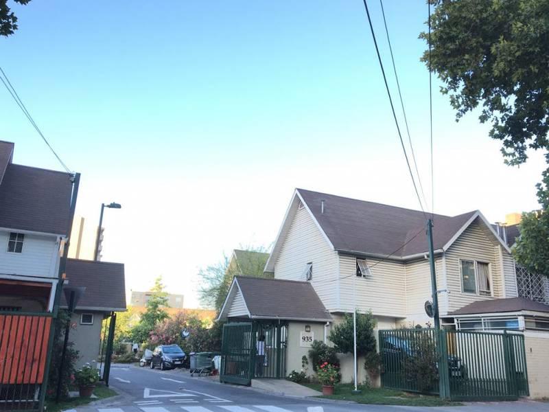 Se Vende Preciosa Casa 3 pisos, en Condominio, San Miguel