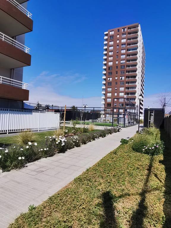 Se Arrienda DEPTO NUEVO, patio privado, Fernandez Albano 775