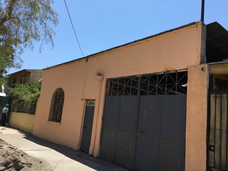 Se Arrienda Casa antigua, con 2 estacionamientos, San Miguel