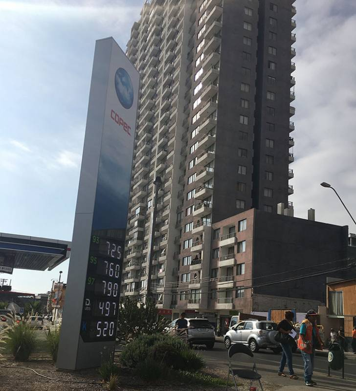 SE ARRIENDA HERMOSO DPTO AMOBLADO,URIBE 305,TORRE ICONO