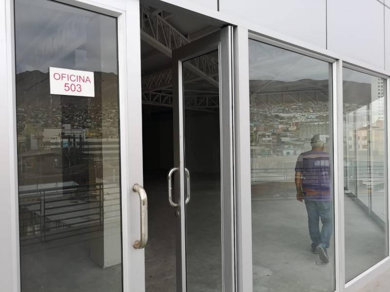 SE ARRIENDA OFICINA 503 (EDIFICIO NUEVO, PLENO CENTRO)
