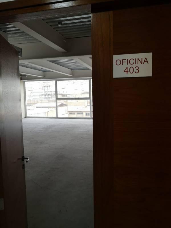 SE ARRIENDA OFICINA 403 (EDIFICIO NUEVO, PLENO CENTRO)