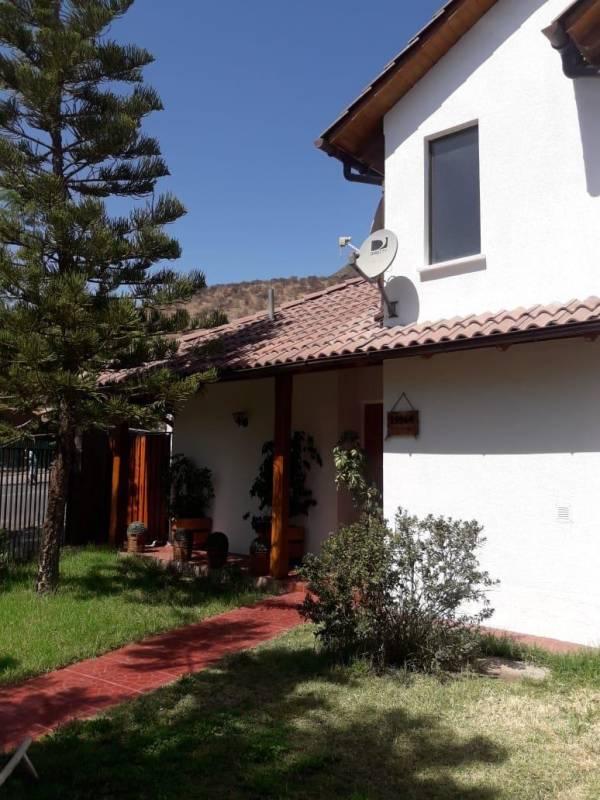 Excelente y Acogedora Casa en Barrio Privado