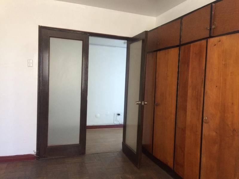 ( 04 )  Amplia oficina ubicada en el centro de Valparaíso