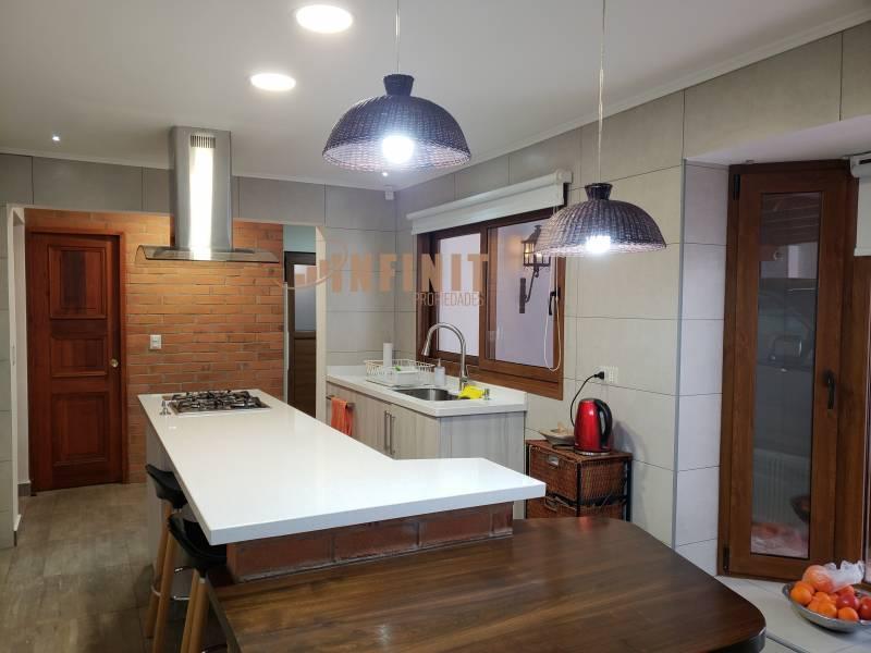 Casa con un estilo unico / 4D , 4B /2000M2