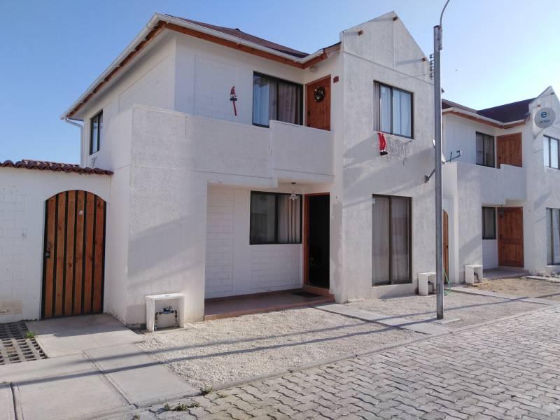 Casa dos pisos, 2 dor / 1 baño, sup. 55 m2, Terr. 75 m2