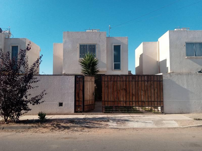 Casa dos pisos 3D/2B, sup T. 200 m2 / 65 m2 const, Coquimbo