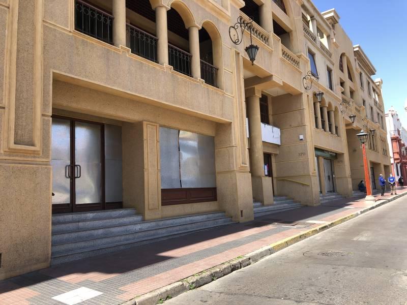 Oficina 2 plantas, 3 baños/5-7 ofic. superficie total180 m2