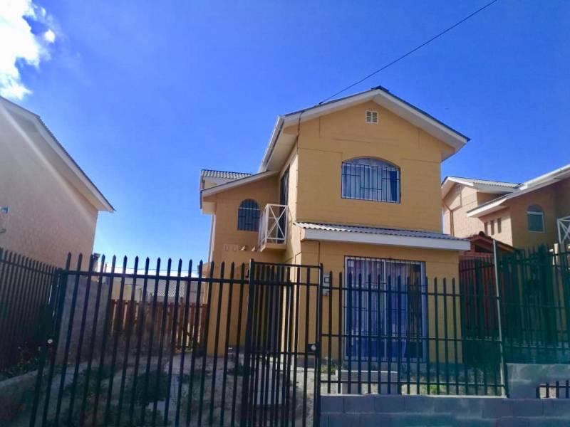 Casa dos pisos, 3Dor/2 Baños, sup. 71m/151m, Punta Mira