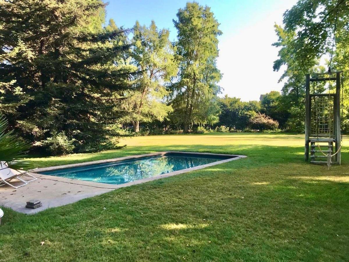 Maravillosa Casa con Majestuoso Jardín con Piscina, Quincho