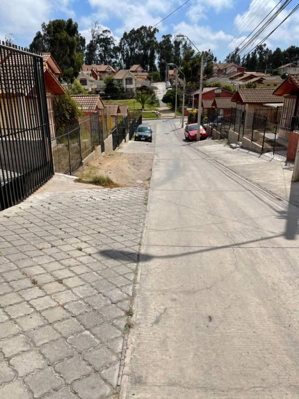 AMPLIA PROPIEDAD DE 1 PISO COLINA DEL PINO