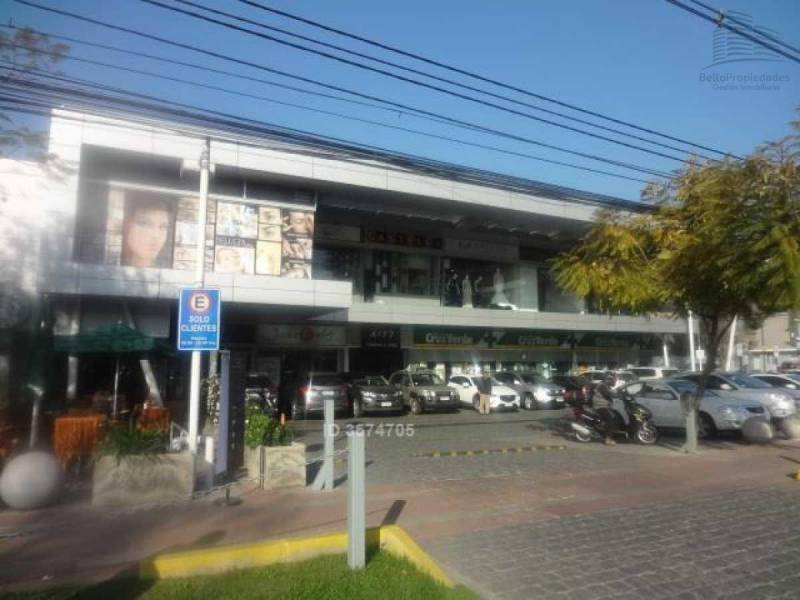 ARRIENDA COMERCIAL 72 M2 STRIP CENTER VITACURA