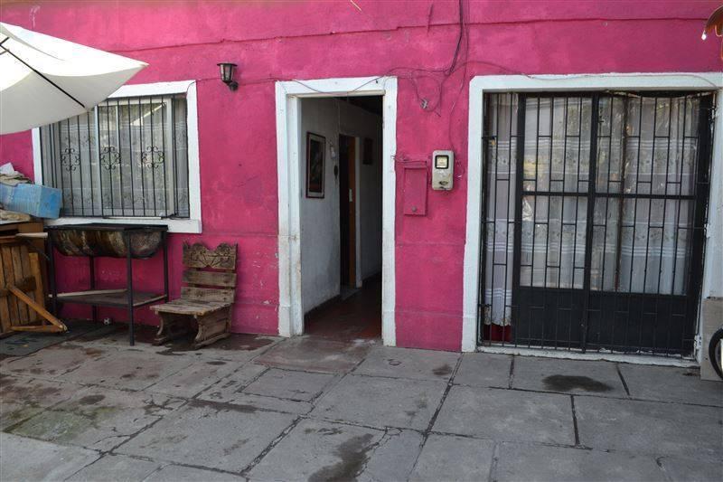 Venta de amplia Casa, Sector municipalidad de Recoleta.-