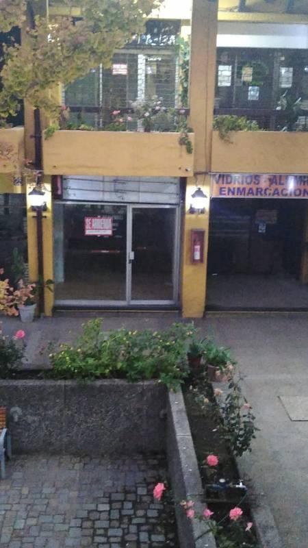 LOCAL EN CENTRO COMERCIAL EN VITACURA