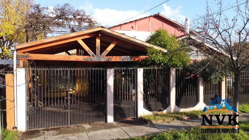 AMPLIA CASA DE 2 PISOS CON EXCELENTE UBICACIÓN EN ARRIENDO