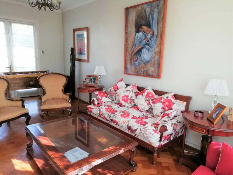Preciosa casa estilo francés en Barrio Las Flores
