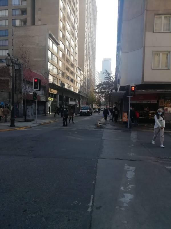 Moderno y a una cuadra Metro Santa Lucía