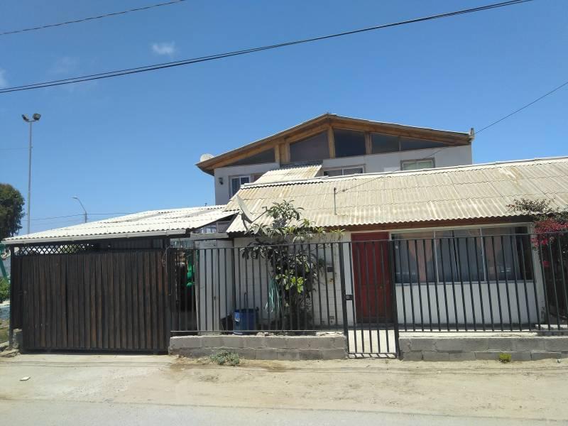 HERMOSA CASA UBICADA EN FROILAN ZAMBRANO SOSSA
