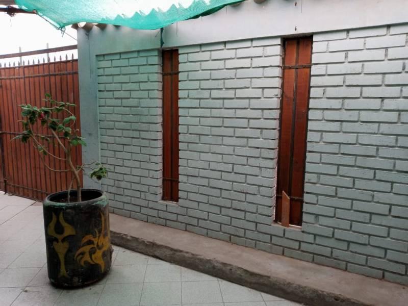 VENTA CASA SOLIDA UN PISO CUATRO DORMITORIOS EN ARICA