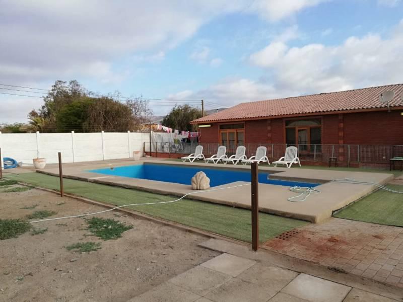 Venta parcela 5000 m2 con casas y piscina en Valle Lluta
