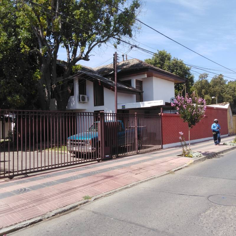 LINDA CASA DE DOS PISOS, A MEDIA CUADRA DE PLAZA DE ARMAS