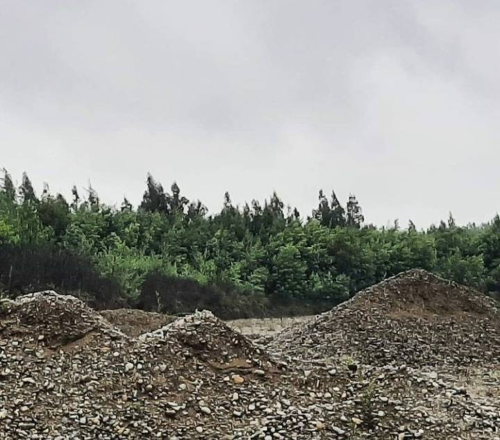 Campo para extracción de ripio