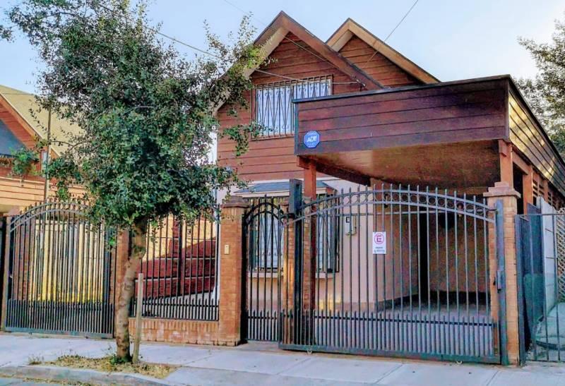 HERMOSA CASA OFICINA EN LOS PORTONES DE LINARES