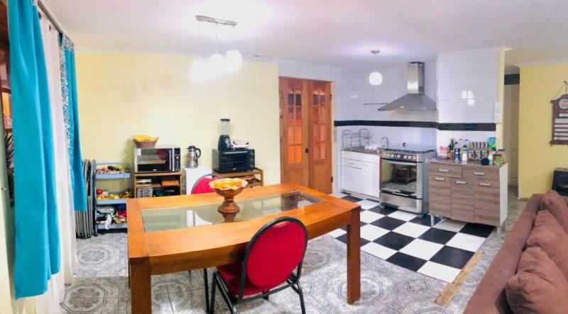 En venta amplia casa cercana a estación Santiago Bueras