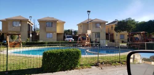 Se vende casa en Condominio con Piscina cerca de Colegios