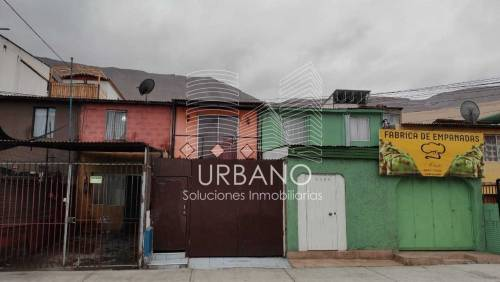 Casa en Av La Tirana en Sector Comercial