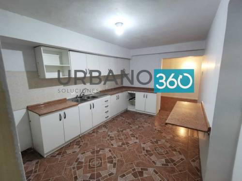 ARRIENDO CASA Av Bonilla 4 Dormitorios 2 Baños Estacionamien