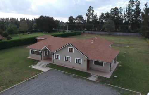 Casa en parcela con piscina a solo 1 km de Los Ángeles