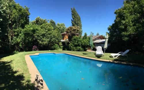 Se Vende Parcela de 1 ha, con Casa estilo rústico y piscina