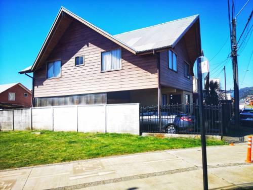 AQUÍ tu Propiedad VENDE excelente casa de dos pisos
