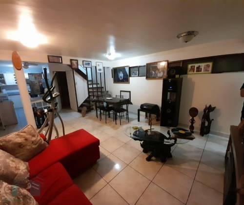 Amplia casa, numerosas habitaciones amobladas y departamento