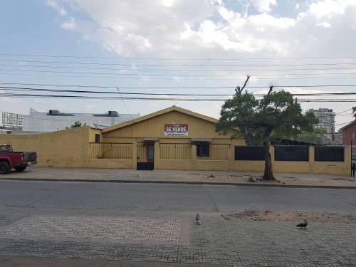 CASA  UBICACION CENTRICA CON PROYECTO 4 LOCALES COMERCIALES