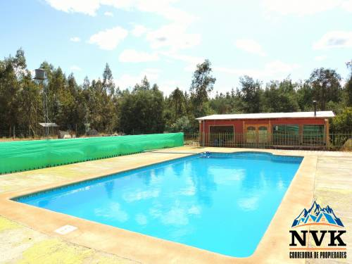 Hermosa parcela de 5.000 mts2 con casa y piscina en venta.