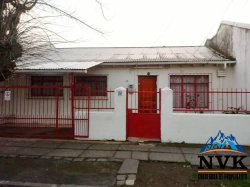 Amplia casa con excelente ubicación en venta
