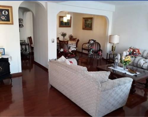Vende casa Amplia calle Gabrela Mistral
